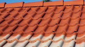 Un démoussage qui décolore la toiture …